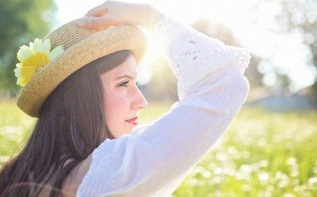 Quel chapeau de cérémonie porter à une communion, un mariage ou un baptême ?
