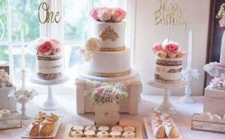 La première communion d'Olivia : rose, blanc et doré